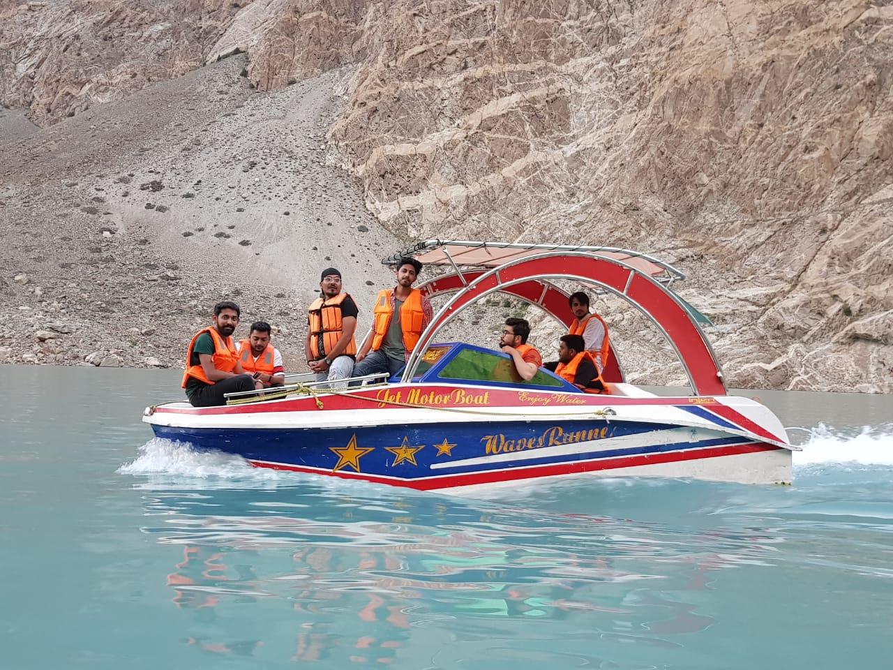 fairy-meadows-boat